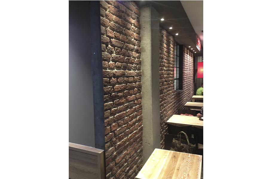 Panel de piedra ladrillo ingles en un restaurante - Decoracion imitacion piedra ...