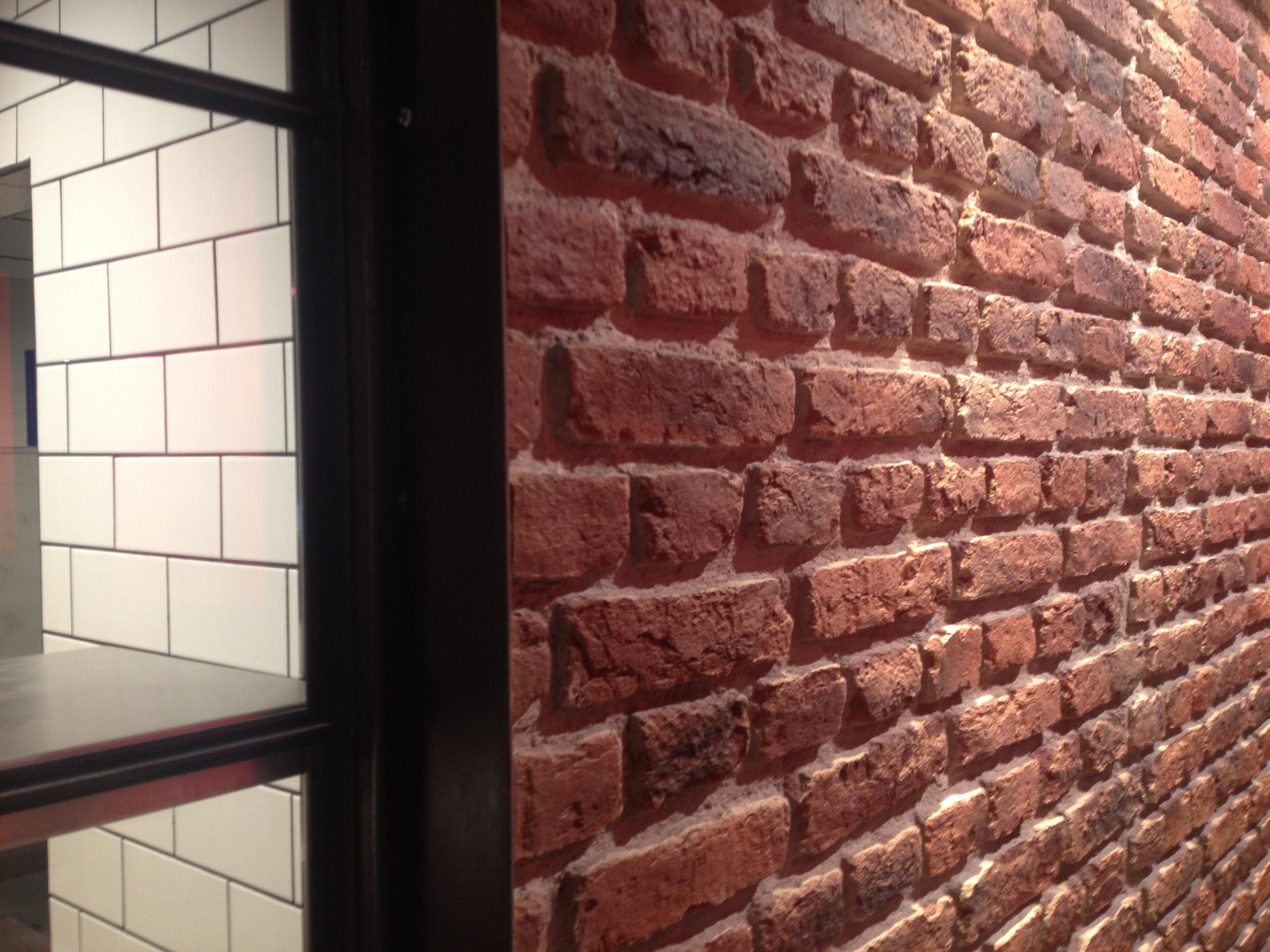 Panel de piedra ladrillo ingles en un restaurante - Placas decorativas para pared interior ...